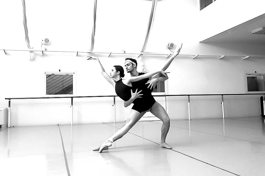Danzanetwork-crdl-asi-mvula-sungani-physical-dance_PDA_Artmedia1-blackwhite